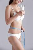 Milch- und Gesundheitsfrauenkörper Stockfotografie