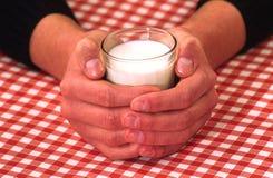 Milch und glasse lizenzfreie stockfotografie