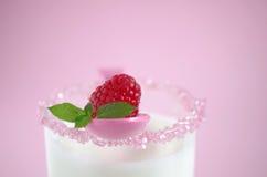 Milch und Himbeere Stockfotos