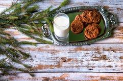 Milch und Plätzchen für Sankt Lizenzfreie Stockfotos