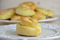 Milchig und Butter Rolls stockbilder