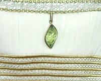 Milchig-weißes und Smaragdgrün lizenzfreie stockfotografie