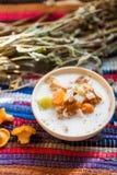 Milchige Suppe mit Pilzen Stockfotografie