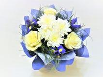 Milchiger blauer Blumenstrauß Stockfotos