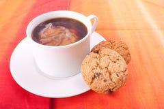 Milchiger Kaffeestrudel Lizenzfreie Stockbilder