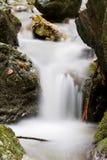 Milchiger Wasserfall Lizenzfreie Stockfotografie