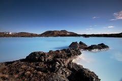 Milchiges weißes und blaues Wasser Stockbild