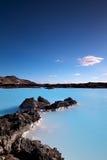 Milchiges weißes und blaues Wasser Stockbilder