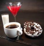 Milchschaumgummiringe Oreo-Donuts süß Stockfotografie