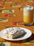 Milchshake- und Sahnekuchen lizenzfreies stockbild