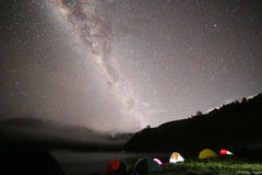 Milchstraße über Semeru-Vulkan lizenzfreie stockfotografie