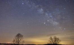 Milchstraße mit einer Sternschnuppe lizenzfreies stockbild