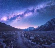 Milchstraße und Berge platz Stockfoto