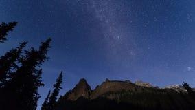Milchstraße- und MondscheinZeitspanne, Yoho National Park stock video footage