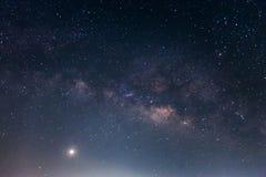 Milchstraßegalaxie mit Sternen und Raum wischen im Universum, lang ab Lizenzfreies Stockbild