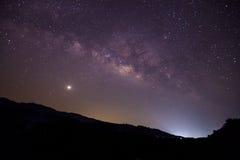 Milchstraßegalaxie mit Sternen und Raum wischen im Universum, lang ab Stockfotografie