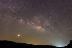Milchstraßegalaxie mit Sternen und Raum wischen im Universum, lang ab Stockfotos