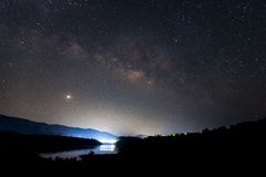 Milchstraßegalaxie mit Sternen und Raum wischen im Universum, lang ab Lizenzfreie Stockfotos