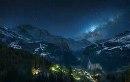 Milchstraße über Schweizer Alpen Stockbild