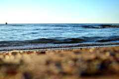 Mildern Sie Wellen des Meeres von Asow Stockbild