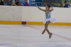 Milena Kim de Rússia executa o programa de patinagem livre das meninas de prata da classe III Foto de Stock