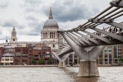 Milenium Bridżowy Saint Paul Londyn Zdjęcia Stock