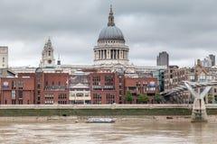 Milenium Bridżowy Saint Paul Londyn Zdjęcie Stock