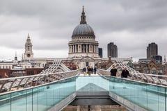 Milenium Bridżowy Saint Paul Londyn Zdjęcia Royalty Free
