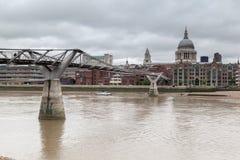 Milenium Bridżowy Saint Paul Londyn Fotografia Royalty Free