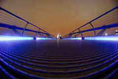 Milenium most prowadzi St Paul katedrę zdjęcie royalty free