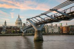 Milenium St Paul i mosta ` s obrazy stock