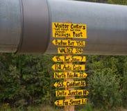 Milepost no encanamento de Alaska imagem de stock royalty free