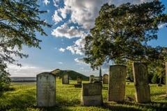 Miles Cemetery encima de los peñascos del río Misisipi en Monroe County IL Foto de archivo