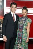 Miles Teller und Keleigh Sperry Stockfotos