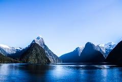 Milford dźwięka fiordy, Nowa Zelandia fotografia royalty free