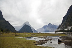 Milford retentit des fjords de la Nouvelle Zélande Photos libres de droits