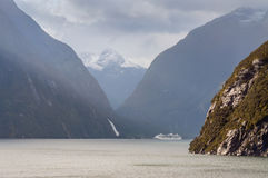 Milford Sound在一下雨的天,南岛新西兰 库存照片