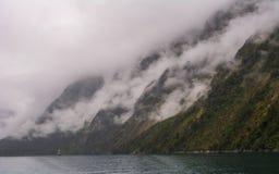Milford Sound薄雾 免版税库存图片