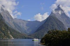 Milford Sound оглушать ландшафт стоковая фотография