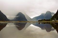 Milford Sound con la reflexión Imágenes de archivo libres de regalías