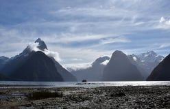 Milford Sound durante la bajamar Imagen de archivo libre de regalías