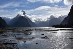 Milford Sound durante la bajamar Imagenes de archivo