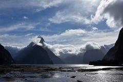 Milford Sound durante la bajamar Imágenes de archivo libres de regalías