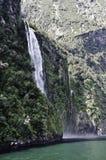 Milford Sound vattenfall Härliga Nya Zeeland Royaltyfria Foton
