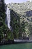 Milford Sound vattenfall Härliga Nya Zeeland Royaltyfri Bild