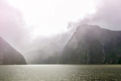 Milford Soundi, un fiordo nel sud ad ovest della Nuova Zelanda & x27; isola del sud di s, all'interno del parco nazionale di Fior Fotografie Stock