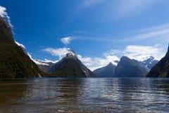 Milford- Soundund Gehren-Spitze in Fjordland NP, NZ Stockfotografie