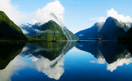 Milfordgeluid, Fiordland, Nieuw Zeeland Stock Afbeelding