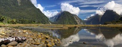 Milfordgeluid (Fjordland, Nieuw Zeeland) royalty-vrije stock afbeeldingen