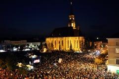 Milhares de pessoas durante uma ópera de rocha viva Fotos de Stock Royalty Free